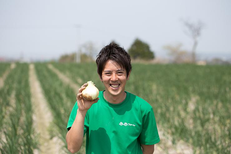淡路島玉ねぎ 蜜玉の生産者2525ファームの迫田瞬さん