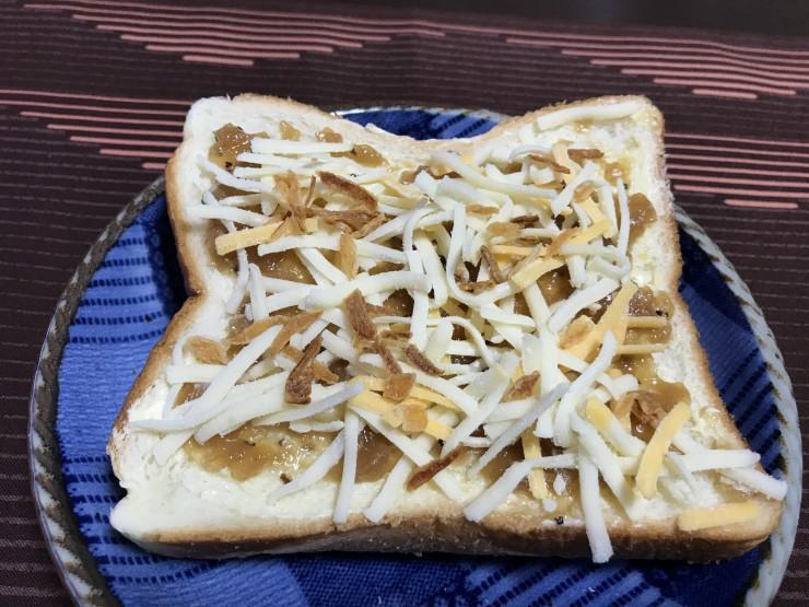 クレイジーオニオンジャムのチーズトースト