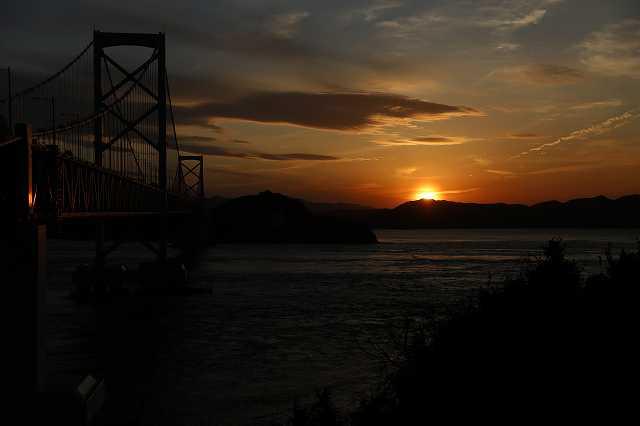 鳴門海峡と夕日